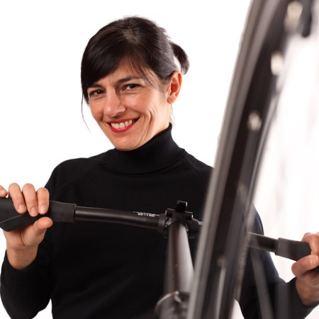 Profile photo of Ulrike Rodrigues with a folding bicycle.
