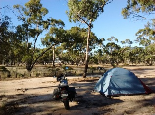 0-australia-motorcycle-travel-little-dessert-park-ulrike-rodrigues